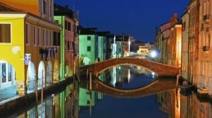 Un'immagine notturna del Ponte Zitelle Vecchie
