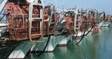 Furti a raffica sui pescherecci, vongolari esasperati