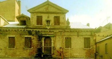 """La facciata della """"famosa"""" Casa delle Streghe"""