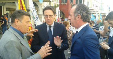 Luca Zaia discute con il sindaco Giuseppe Casson e Sergio Vallotto
