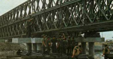 """I genieri del """"Bolsena"""" al lavoro nella costruzione del ponte """"Bailey"""""""