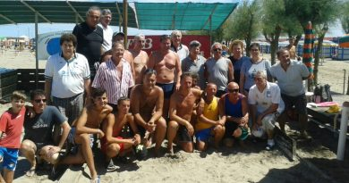 Il gruppo dei partecipanti al torneo di Beach Bocce