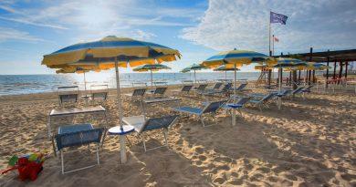 Ombrelloni e lettini in spiaggia: da oggi per prenotare basta una app