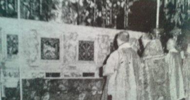 Il vescovo Piasentini durante la formula della Consacrazione