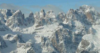 Miuccia Prada porta la moda sulle Dolomiti e solidarizza con l'Unesco