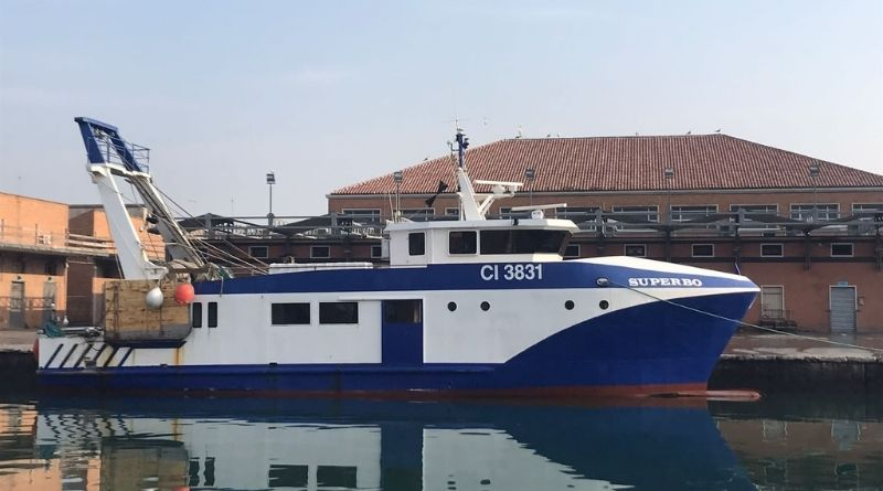 Malore in barca, pescatore 52enne soccorso in mare