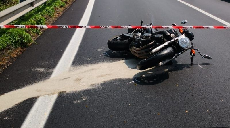 Si schianta con la moto contro un'auto, muore giovane di Chioggia