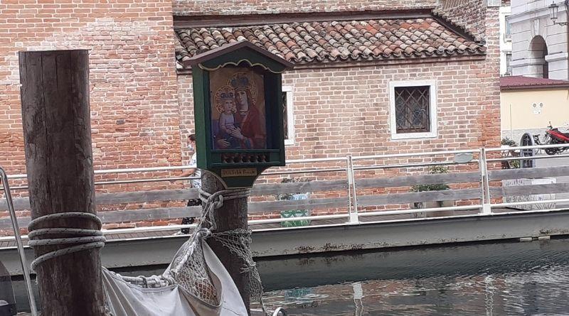 Il capitello della Madonna della Salute in riva Vena