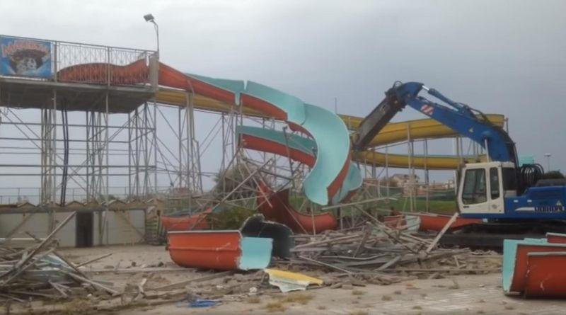 Demolito l'acquaparco Idrofollie, al suo posto sorgerà un parcheggio